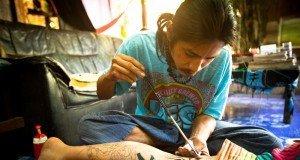 Tätowierungen in Polynesien Mit Tattoo Kamm