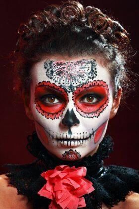 Tattoo Dia de los Muertos Totenmaske Motiv Kunst Rot Augen