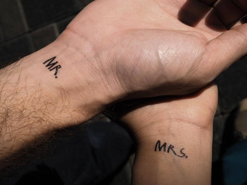 Partnet Tattoo Handgelenk Mr & Mrs