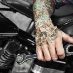 Tattoo Handgelenk - Motiv Totenkopf